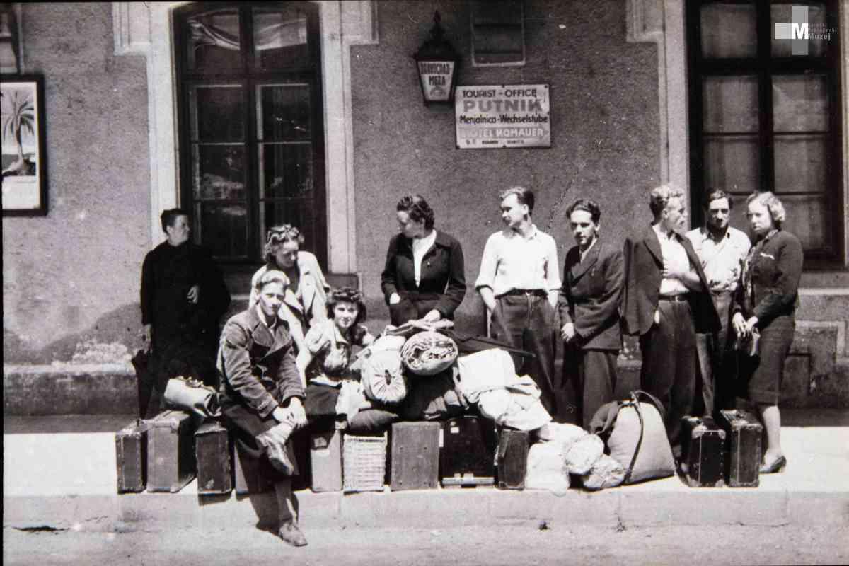 Štrekna - Običajen prizor na železniški postaji nekdaj.