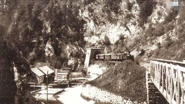 Štrekna - Vožnja vlaka skozi Hudo luknjo okrog leta 1925.